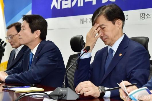 [사진]사법-법무 개혁 고민하는 조국