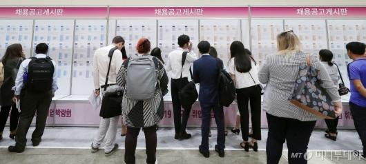 [사진]'일자리 찾는 외국인들'
