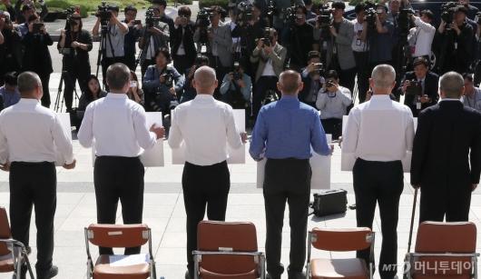 [사진]삭발 마친 한국당 의원들