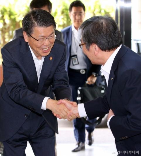 [사진]은성수 금융위원장 '금감원 방문'