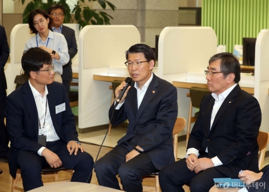 [사진]일본 수출규제 피해기업센터 방문한 은성수 금융위원장