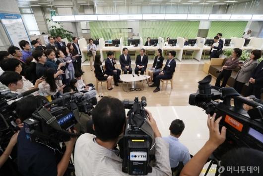 [사진]은성수-윤석헌 '첫 회동'