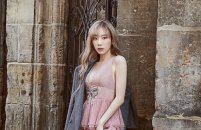 프라하로 떠난 태연, 로맨틱한 가을 패션