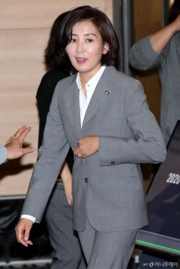 [사진]민부론 발간 국민보고대회 참석하는 나경원