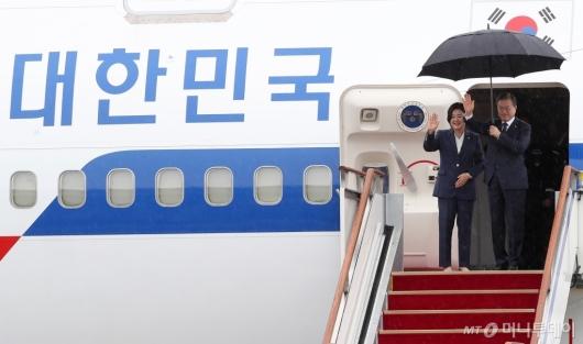 [사진]미국 순방 떠나는 문재인 대통령