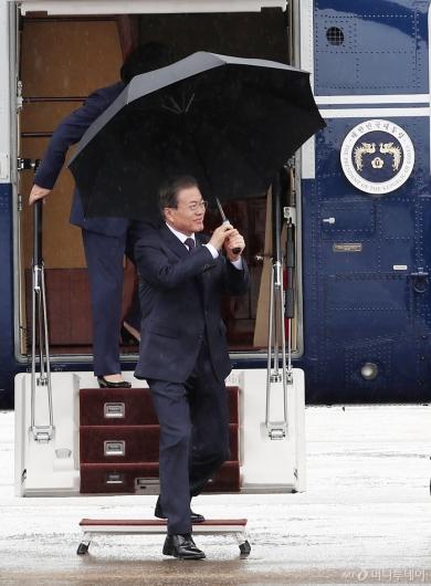 [사진]서울공항 도착한 문재인 대통령