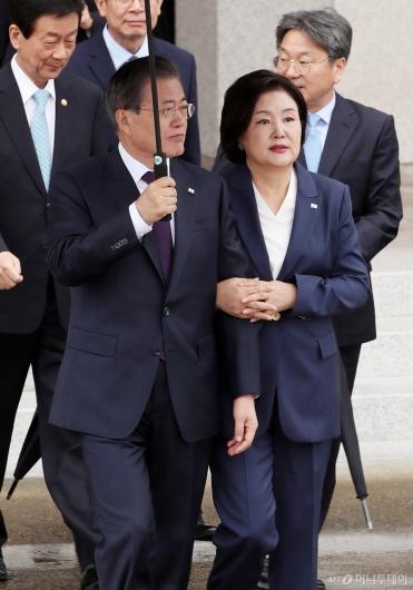 [사진]미 순방길 떠나는 문 대통령 내외
