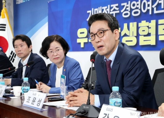 [사진]가맹점주 경영여건 개선대책 발표하는 조윤성 사장