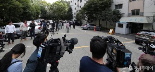[사진]'조국 장관 자택 압수수색' 대기하는 취재진