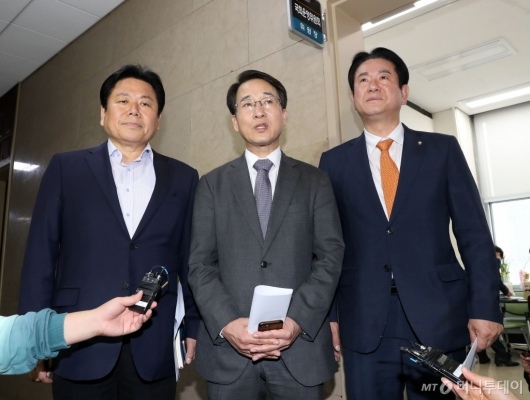 [사진]여야3당 원내수석, 국정조사-법안처리 방향 논의