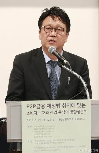 [사진]P2P금융제정법 정책토론회 참석한 민병두 정무위원장