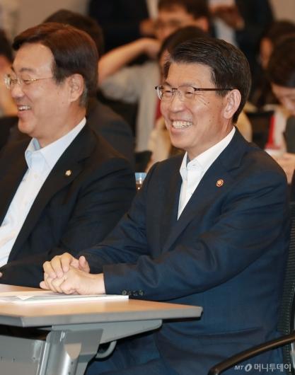[사진]활짝 웃는 은성수 금융위원장