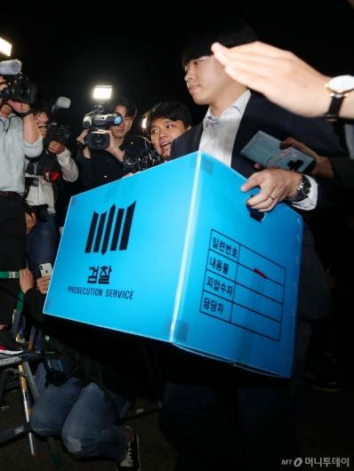 [사진]검찰, 조국 장관 자택 압수수색 종료