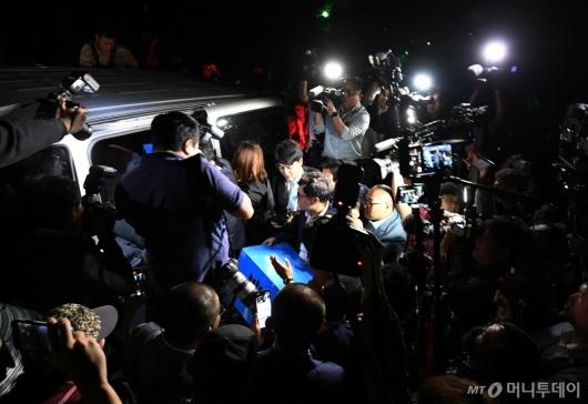 [사진]조국 장관 자택 압수수색 종료