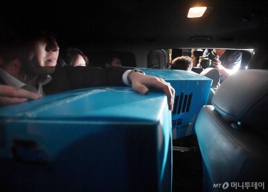 [사진]차량에 실린 조국 장관 자택 압수물품
