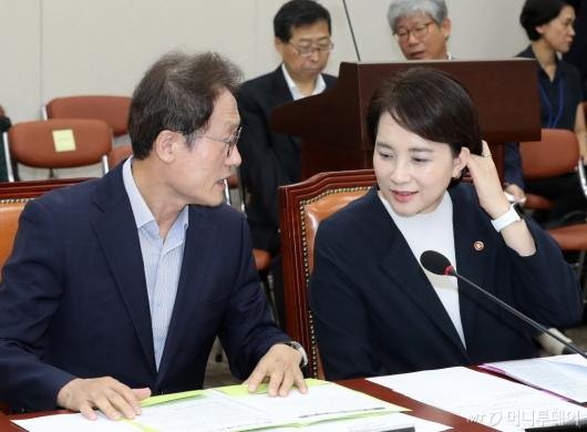 [사진]대화 나누는 유은혜-조희연