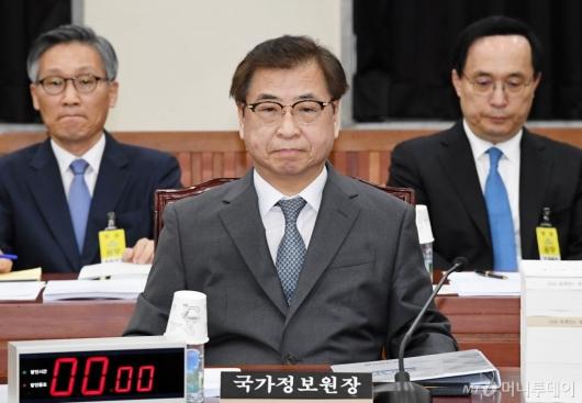 [사진]국회 정보위 출석한 국정원장