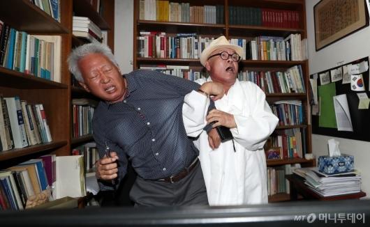 [사진]시민 항의 받는 류석춘 교수