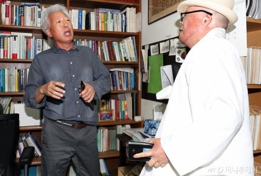 [사진]항의 시민과 언쟁하는 류석춘 교수