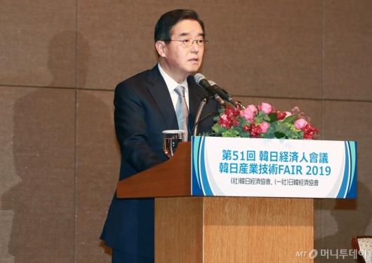 [사진]인사말하는 김윤 한일경제협회장