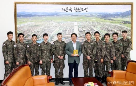 [사진]국회 방문한 뮤지컬 귀환 배우들