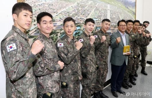 [사진]파이팅 외치는 뮤지컬 귀환 주역들