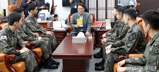[사진]뮤지컬 귀환 배우들 만난 안민석