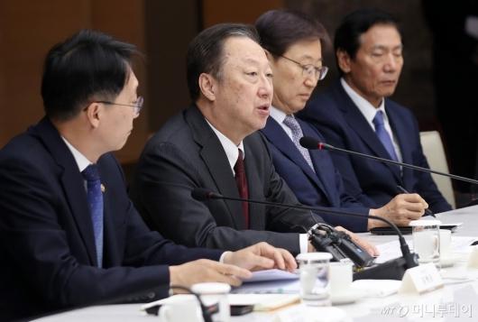 [사진]박용만 회장, 국세청장 초청 간담회서 모두발언