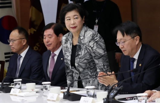 [사진]국세청장 초청 간담회 참석한 현정은 회장