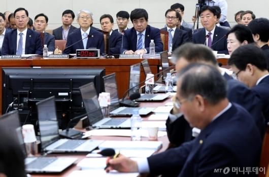 [사진]과방위 전체회의 출석한 한상혁-최기영