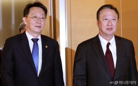 [사진]대한상의서 만난 김현준 국세청장-박용만 회장
