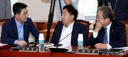 [사진]이야기 나누는 송기현-금태섭-김종민