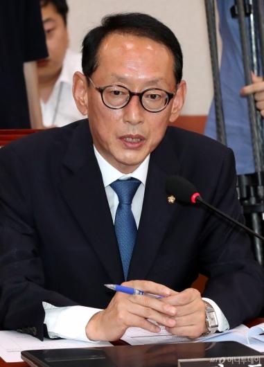 [사진]법사위 발언하는 김도읍 간사