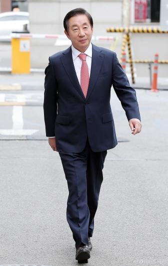 [사진]공판 출석하는 김성태 의원