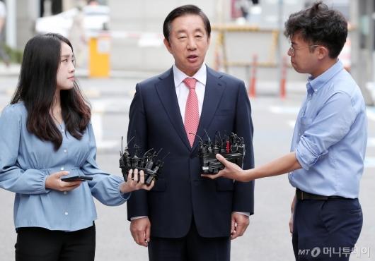 [사진]입장 밝히는 김성태 의원