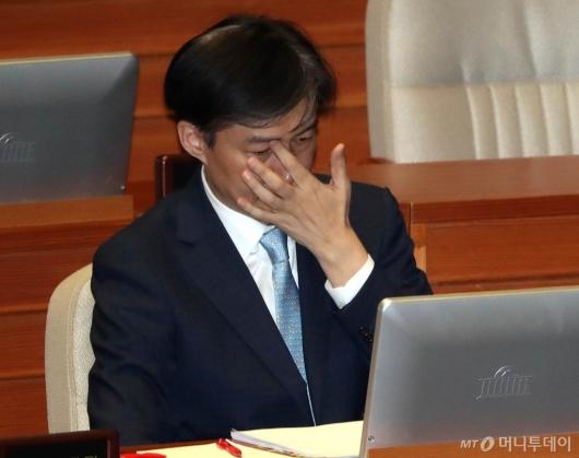 [사진]국회 대정부질문 출석한 조국