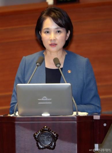 [사진]대정부 질문 답변하는 유은혜