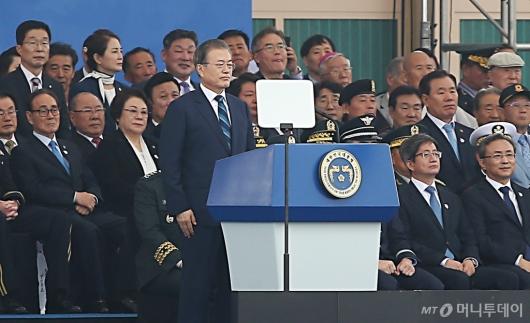 [사진]71주년 국군의 날 기념식 참석한 문재인 대통령