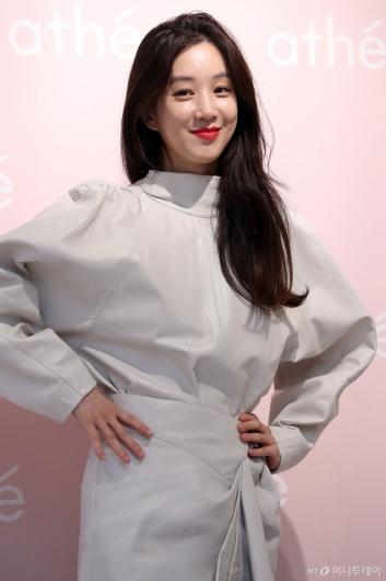 [사진]정려원 '오늘도 열일하는 미모'