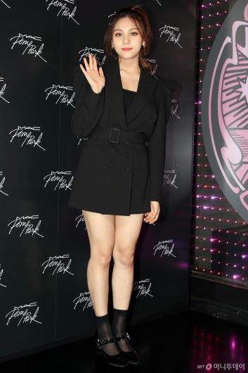 [사진]여자친구 엄지 '부쩍 예뻐진 미모'