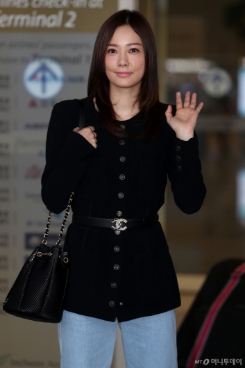 [사진]손태영 '아침을 밝히는 미모'