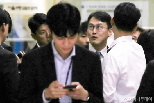 [사진]중앙지검 찾은 정 교수 변호인