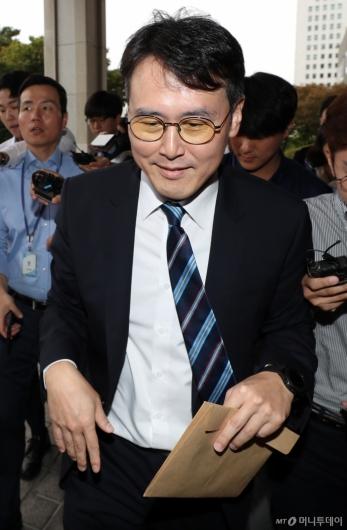 [사진]정 교수 변호인 '묵묵부답'