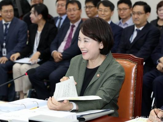 [사진]생일 축하 받는 유은혜 부총리
