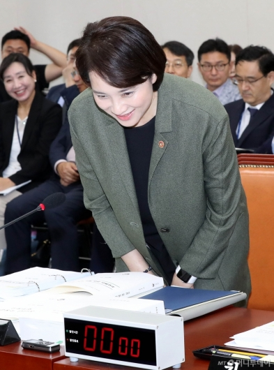 [사진]국정감사 출석하는 유은혜 부총리