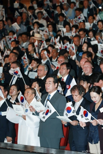 [사진]개천절 경축식 참석한 이낙연 총리
