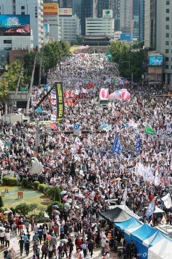 [사진]조국으로 집결한 보수 단체