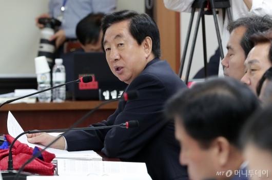 [사진]질의하는 김성태 의원