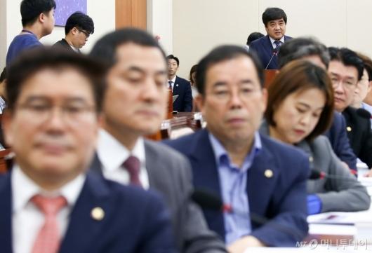 [사진]방통위원장에 등 돌린 한국당