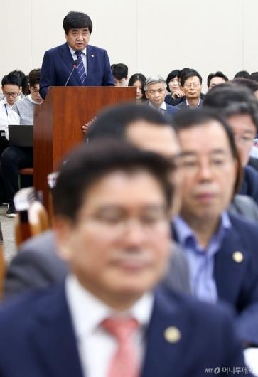 [사진]한상혁 업무보고에 등 돌린 한국당